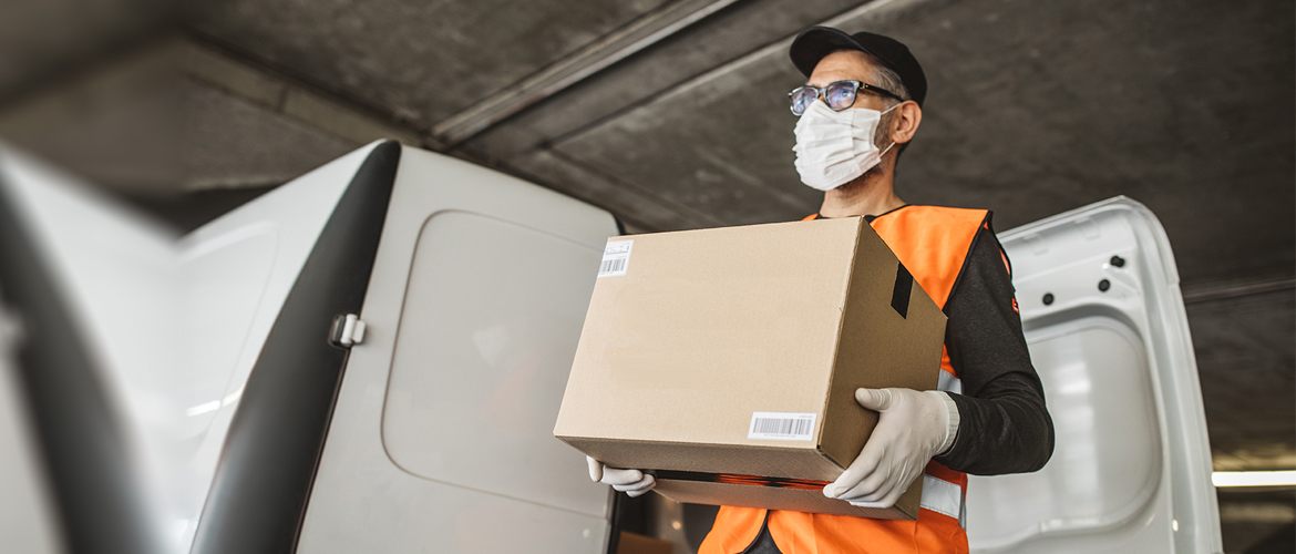 Delivery Driver wearing a face mask | Photo: Getty Images
