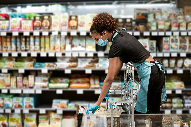 Grocery worker in a face mask at bakery | Photo Credit: iStock