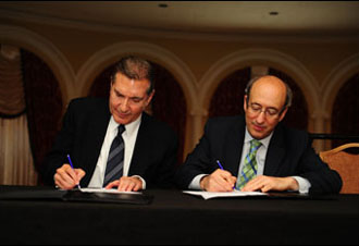 Then-Assistant Secretary Dr. David Michaels (right) and Richard Wahlquist, President and CEO of the American Staffing Association (ASA), signing the OSHA and ASA Alliance on May 21, 2014.