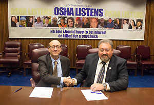 Then-Assistant Secretary Dr. David Michaels, USDOL-OSHA and Doug Kramer, ISRI Board Chair, at the alliance signing ceremony on October 19, 2015.