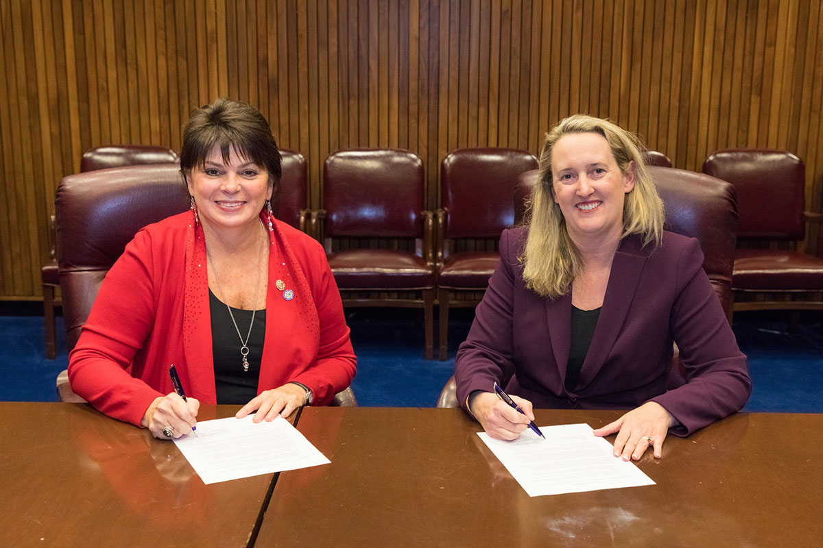 Catherine D. Schoenenberger, President, NAWIC, and Loren Sweatt, Deputy Assistant Secretary, USDOL-OSHA, at the Alliance renewal signing ceremony on December 13, 2017.