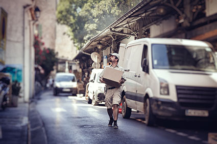 Delivery worker - Photo Credit: iStock - 623273520 | Copyright: nullplus