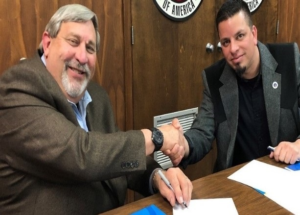 OSHA Acting Area Director Luis Ramos-Morales and AGC Executive Director Perry Vaughn sign an alliance renewal to continue protecting employees in the construction industry.
