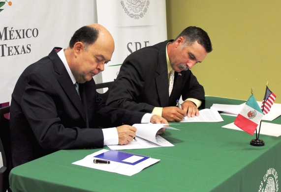 Travis Clark, director of OSHA's Corpus Christi Area Office signs alliance renewals with Consul of Mexico Juan Carlos Cué Vega in Brownsville, Texas.